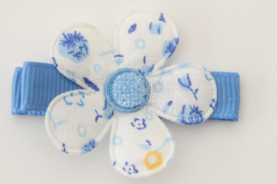 CC19018 White & Blue Floral Flower