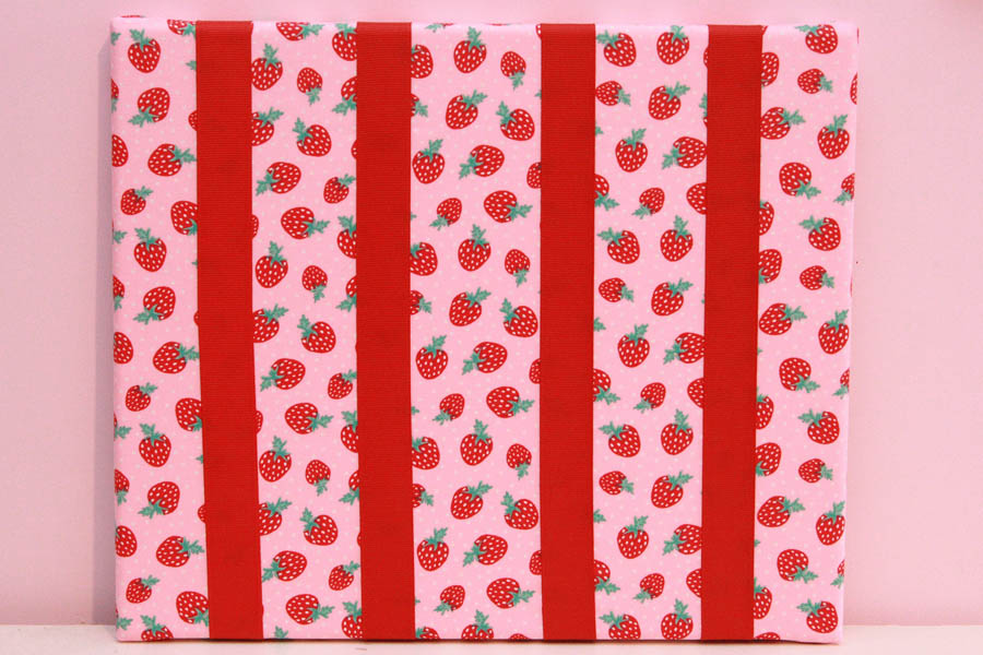 Strawberries Hairclip Board