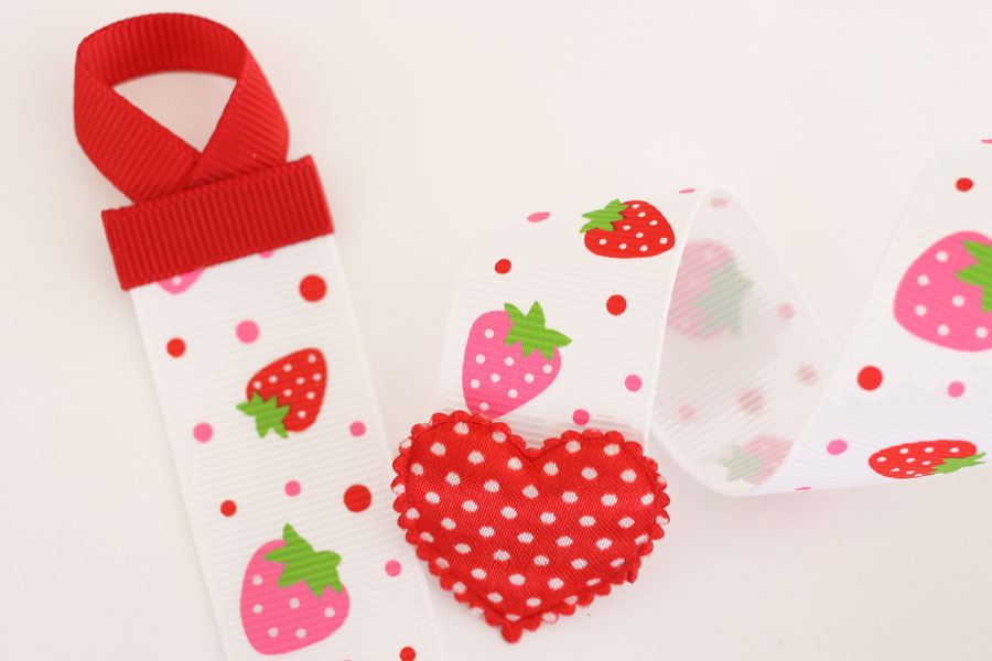 Basic Holder - White Strawberry Print