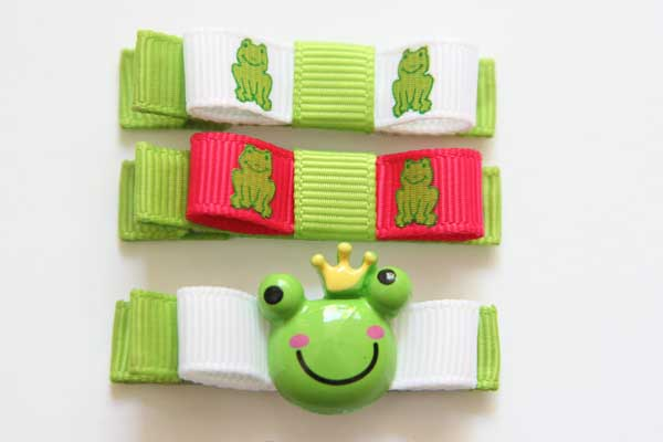 Frog Prince Resin & Bow - Click Image to Close